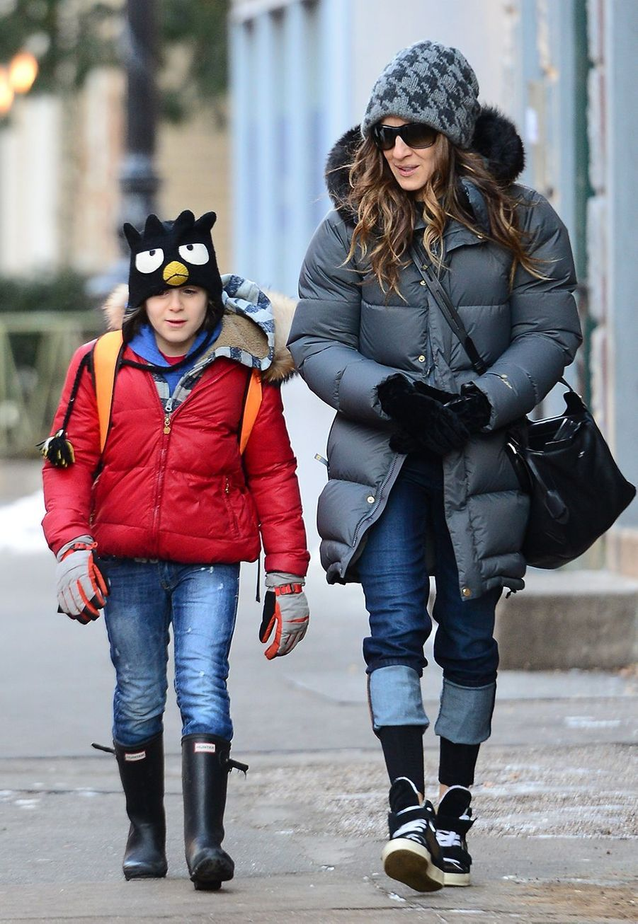 Sarah Jessica Parker en 2014 à New York City avec son fils aîné James (né en octobre 2002).