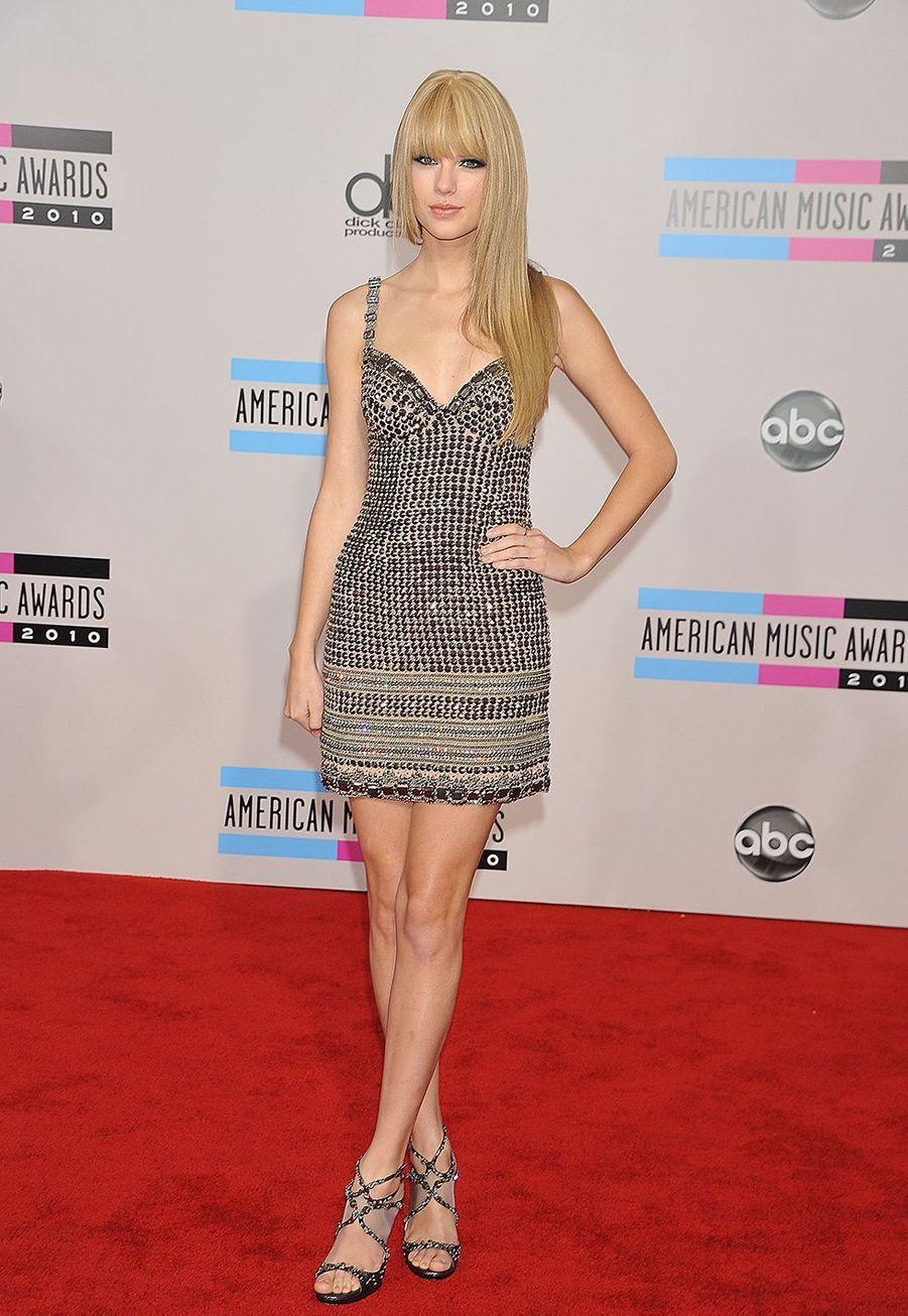 Taylor Swift lors des American Music Awards à Los Angeles le 21 novembre 2010