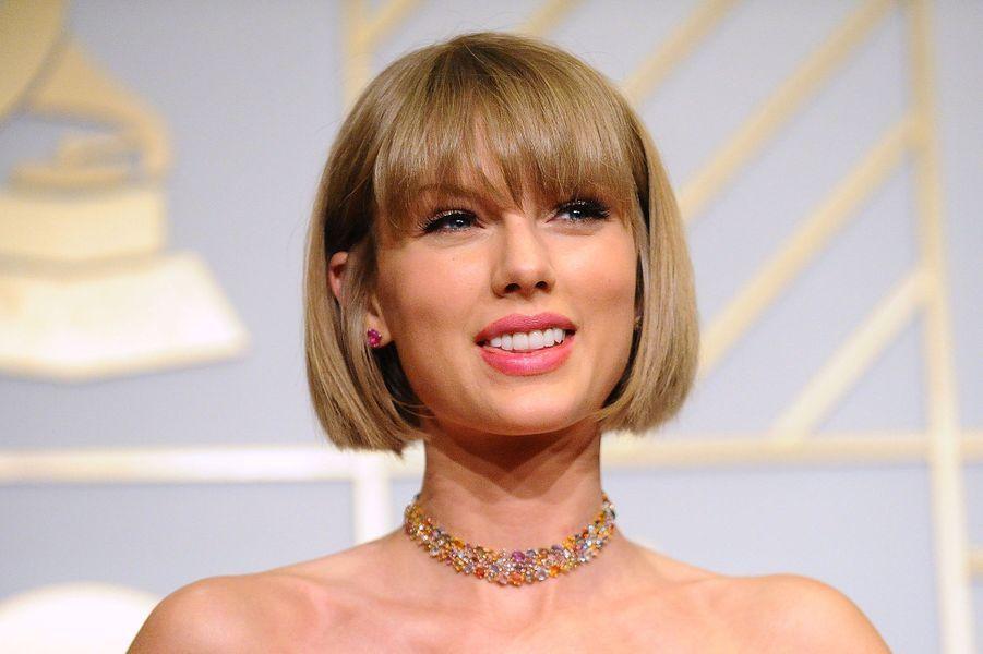 Taylor Swift sur le tapis rouge des Grammy Awards à Los Angeles le 15 février 2016
