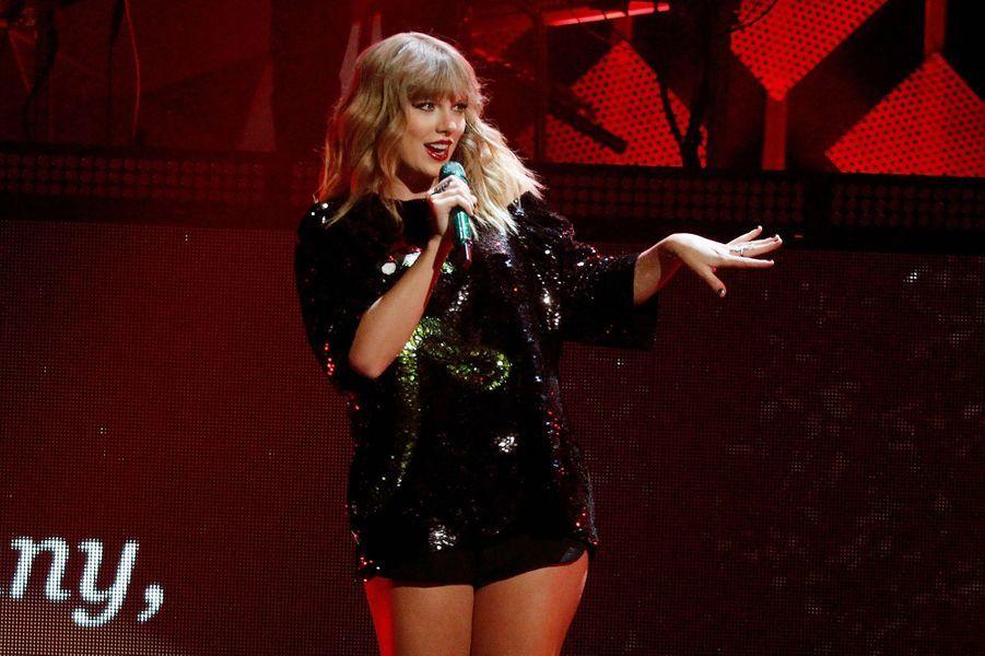 Taylor Swift sur scène lors du concert Z100 Jingle Ball au Madison Square Garden à New York le 8 décembre 2017