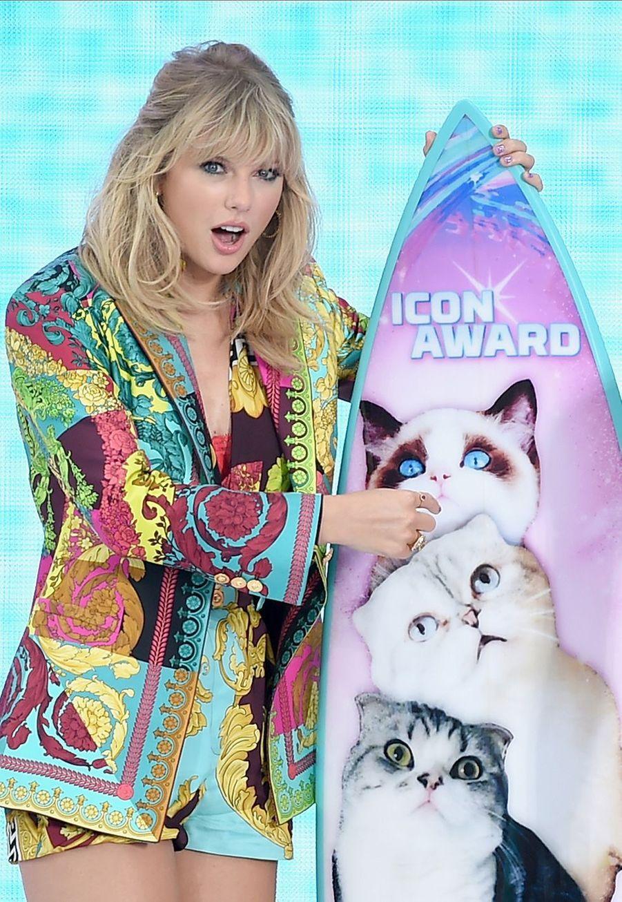 Taylor Swift sur la scène des Teen Choice Awards le 11 août 2019 à Hermosa Beach, à Los Angeles