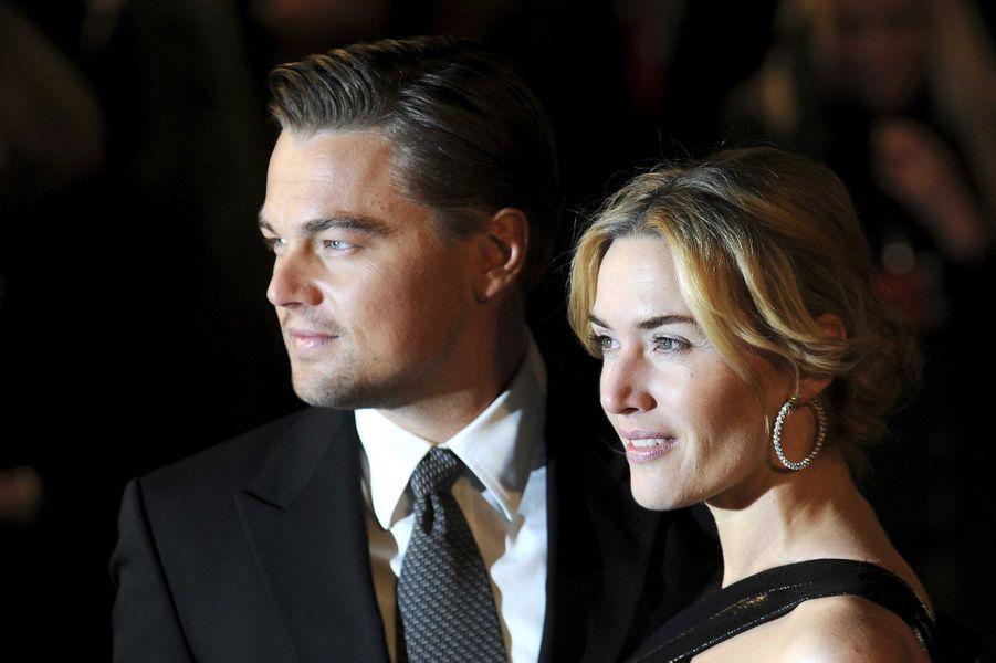 """Leonardo DiCaprio avec Kate Winslet, avant-première des """"Noces Rebelles"""" en 2009."""