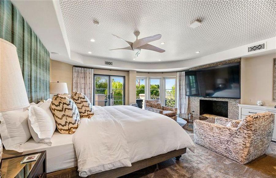 Cette villa de Tarzana (Los Angeles) est proposée au prix de 4,8 millions de dollars par Kaley Cuoco («The Big Bang Theory»). L'actrice avait acheté la maison en 2014 à Khloé Kardashian pour 5,5 millions de dollars.