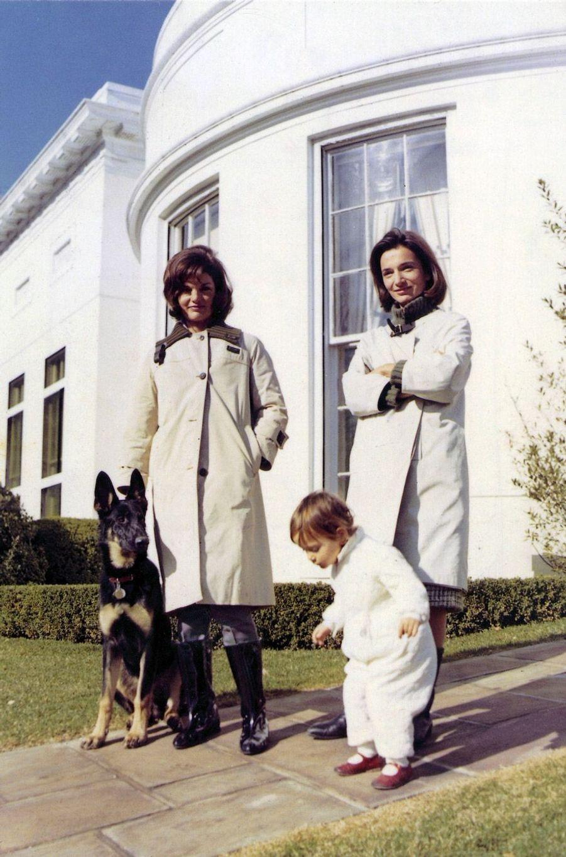 Jackie Kennedy et Lee Radziwill à la Maison-Blanche, avec Tina, la fille de Lee.