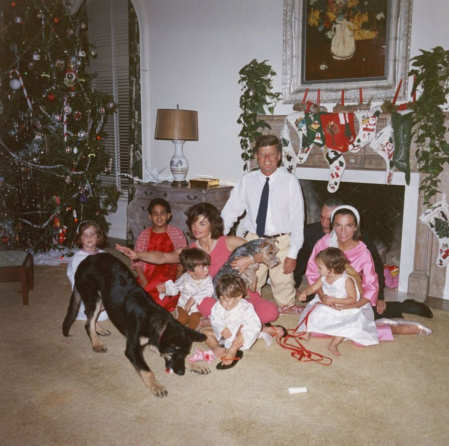 Noël 1962 : Les Kennedy et les Radziwill au pied du sapin à Palm Beach, en Floride.