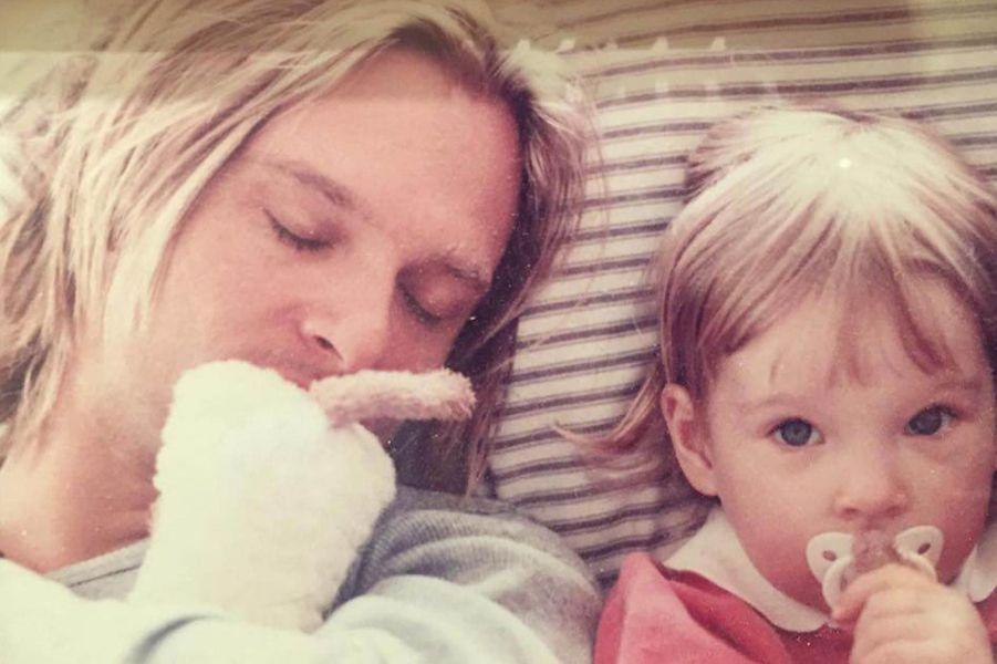 Ilona Smet petite avec son père David Hallyday.