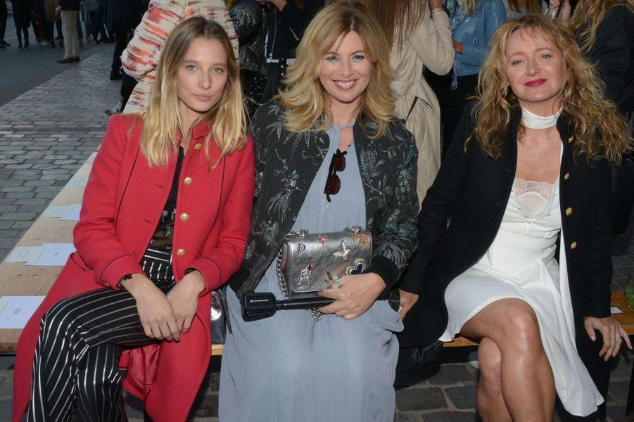 Ilona Smet, Nathalie Baumgartner et Julie Ferrier à Paris.