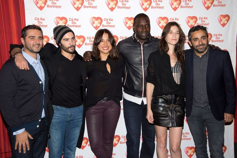 "Izïa Higelin avec l'équipe du film ""Samba""."
