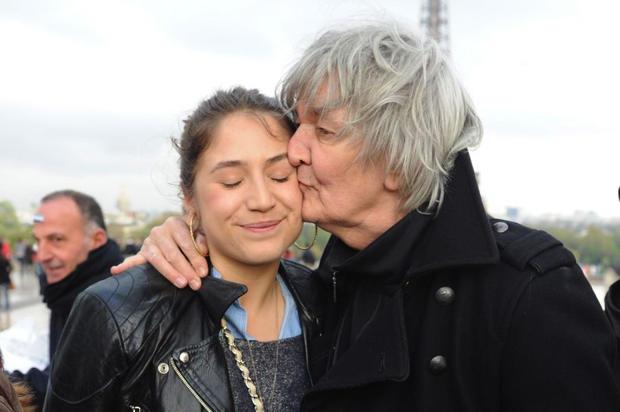 Izïa Higelin et son père Jacques, le 18 avril 2012.