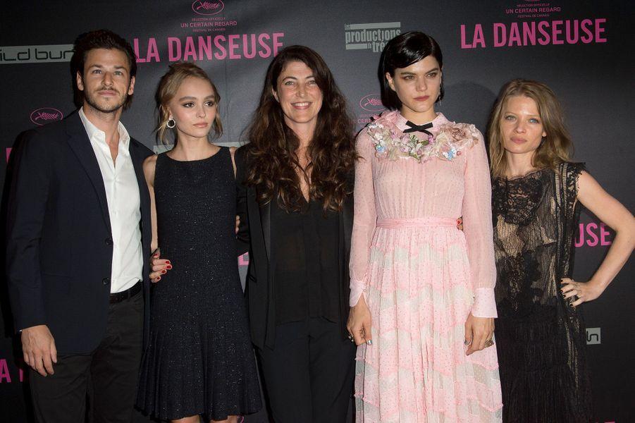"""L'équipe de """"La Danseuse"""" au Gaumont Opéra à Paris, lundi 19 septembre 2016."""