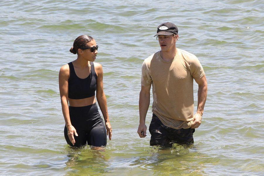 Ryan Dorsey avec une membre de la famille Rivera au lac Piru le 11 juillet 2020