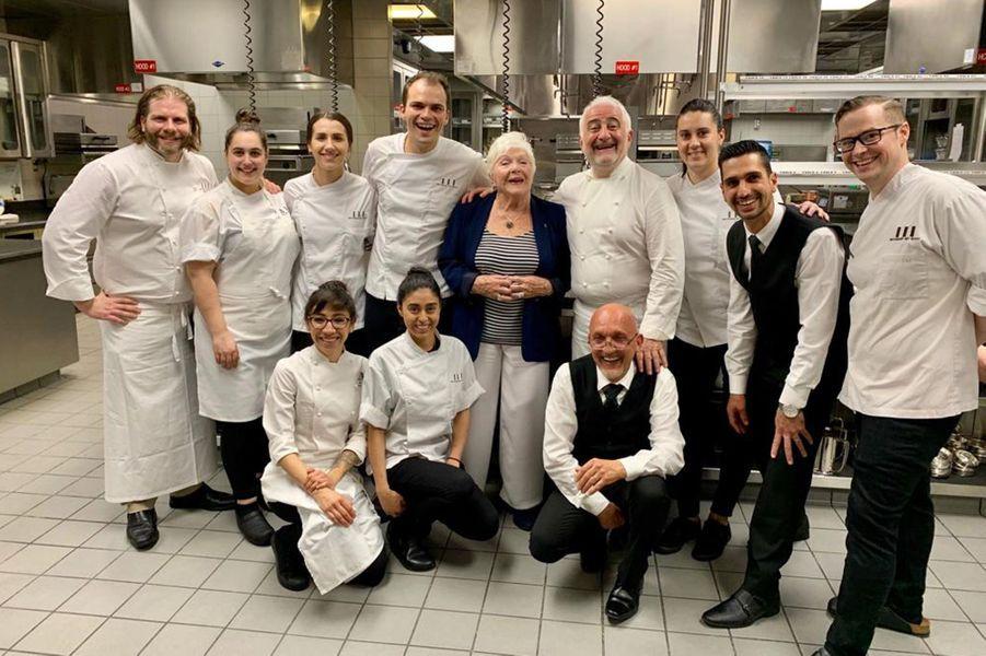 Dans les cuisines du restaurant de Guy Savoy au Caesars Palace. A gauche, le chef du restaurant Julien Asseo.