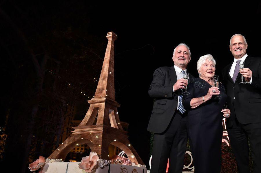 Line Renaudaux côtés de ses amis Guy Savoyet Gary Selesner, président du Caesars Palace.