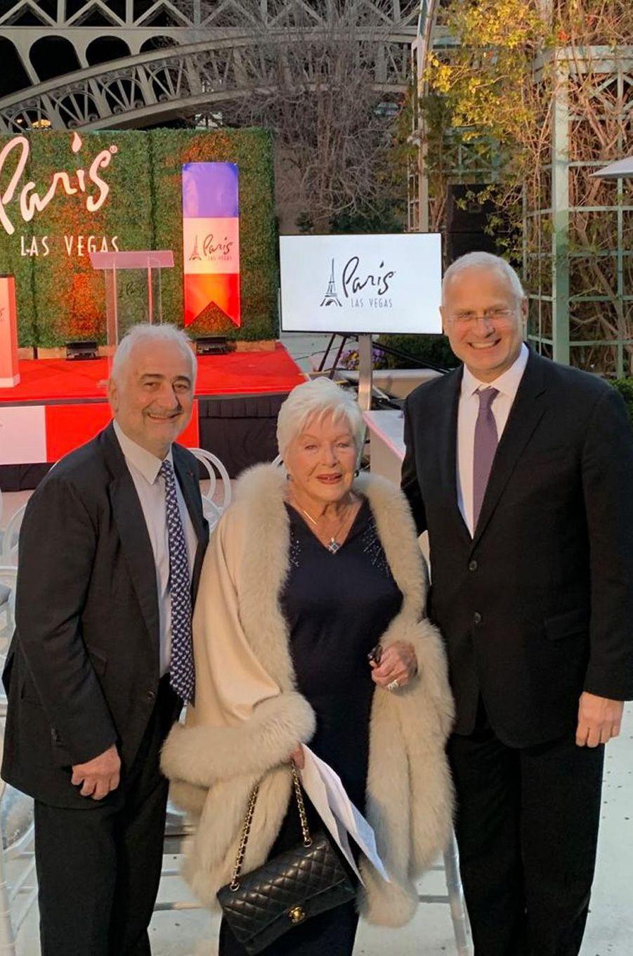 Line Renaudaux côtés duchef Guy Savoyet de Gary Selesner, président du Caesars Palace, pour les 20 ans de l'hôtel Paris Las Vegas.