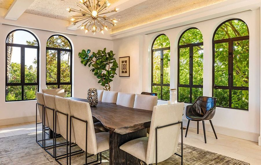 La villa de Rihanna est située sur les collines hollywoodiennes à Los Angeles