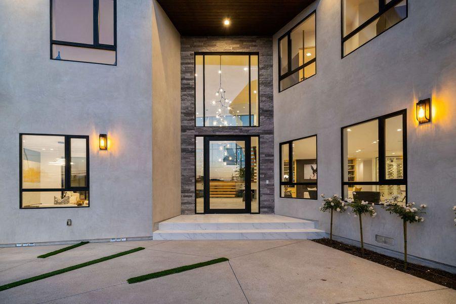 Environ 700 mètres carrés sont disponibles dans la villa.