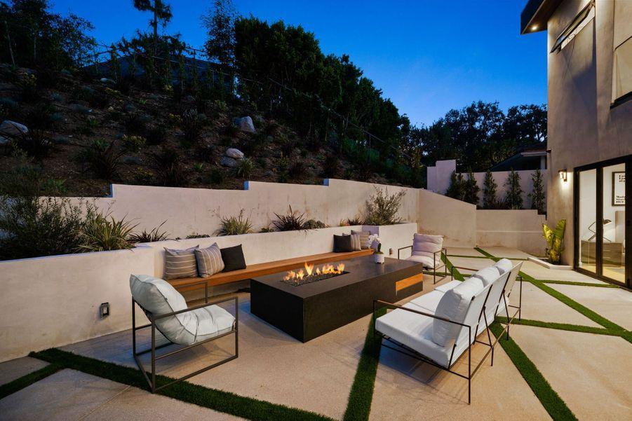 La maison se situe à Encino, au nord-ouest de Los Angeles.