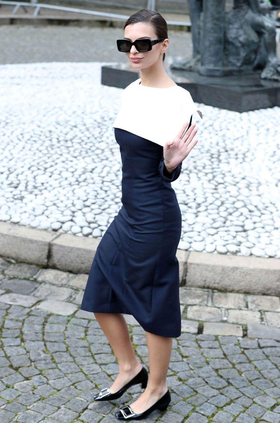 Emily Ratajkowski au défilé Miu Miu à Paris.
