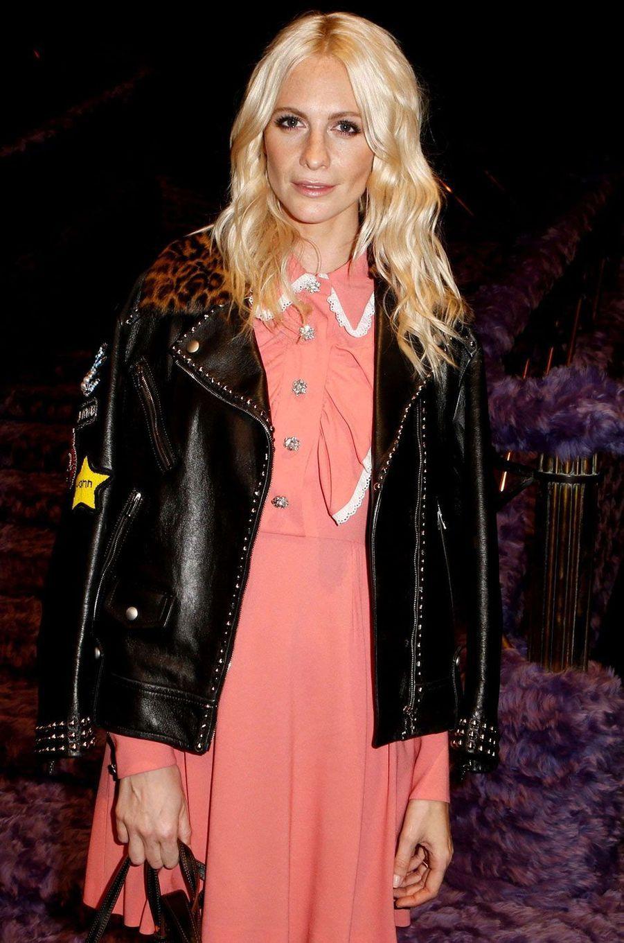 Poppy Delevingne au défilé Miu Miu à la Paris Fashion Week.