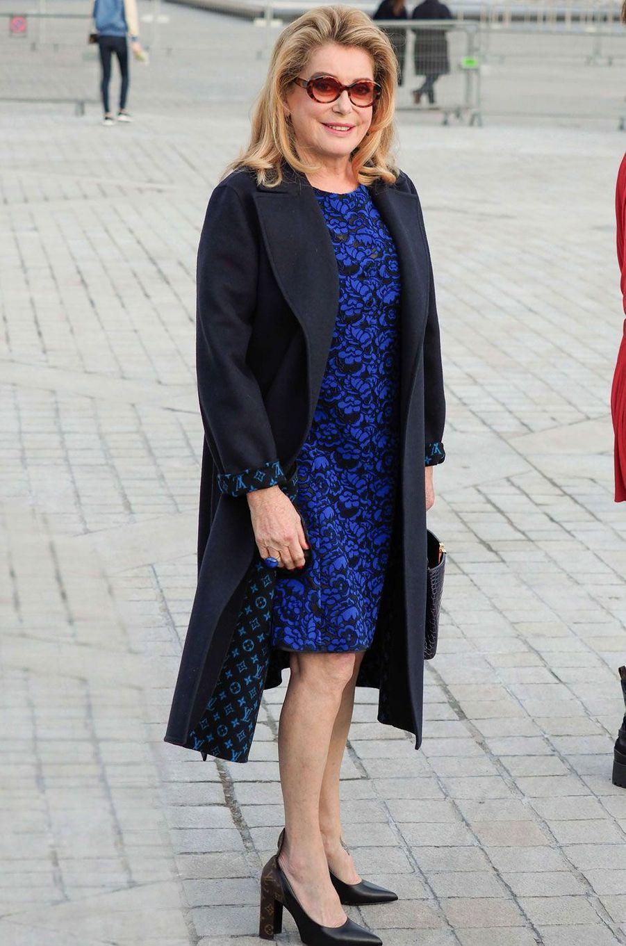 Catherine Deneuve au défilé Louis Vuitton.