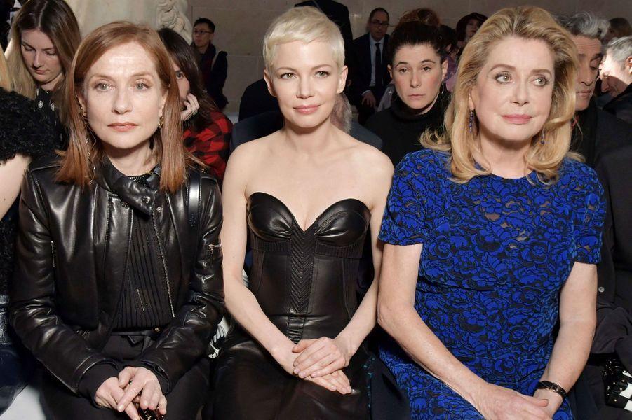 Isabelle Huppert, Michelle Williams et Catherine Deneuve au premier rang du défilé Louis Vuitton à Paris.