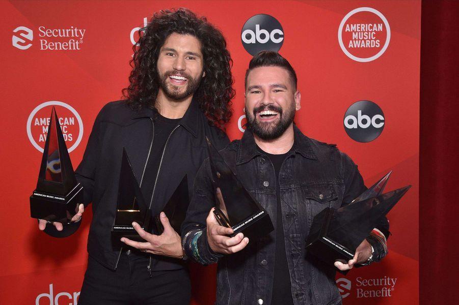 Dan + Shayaux American Music Awards à Los Angeles le 22 novembre 2020