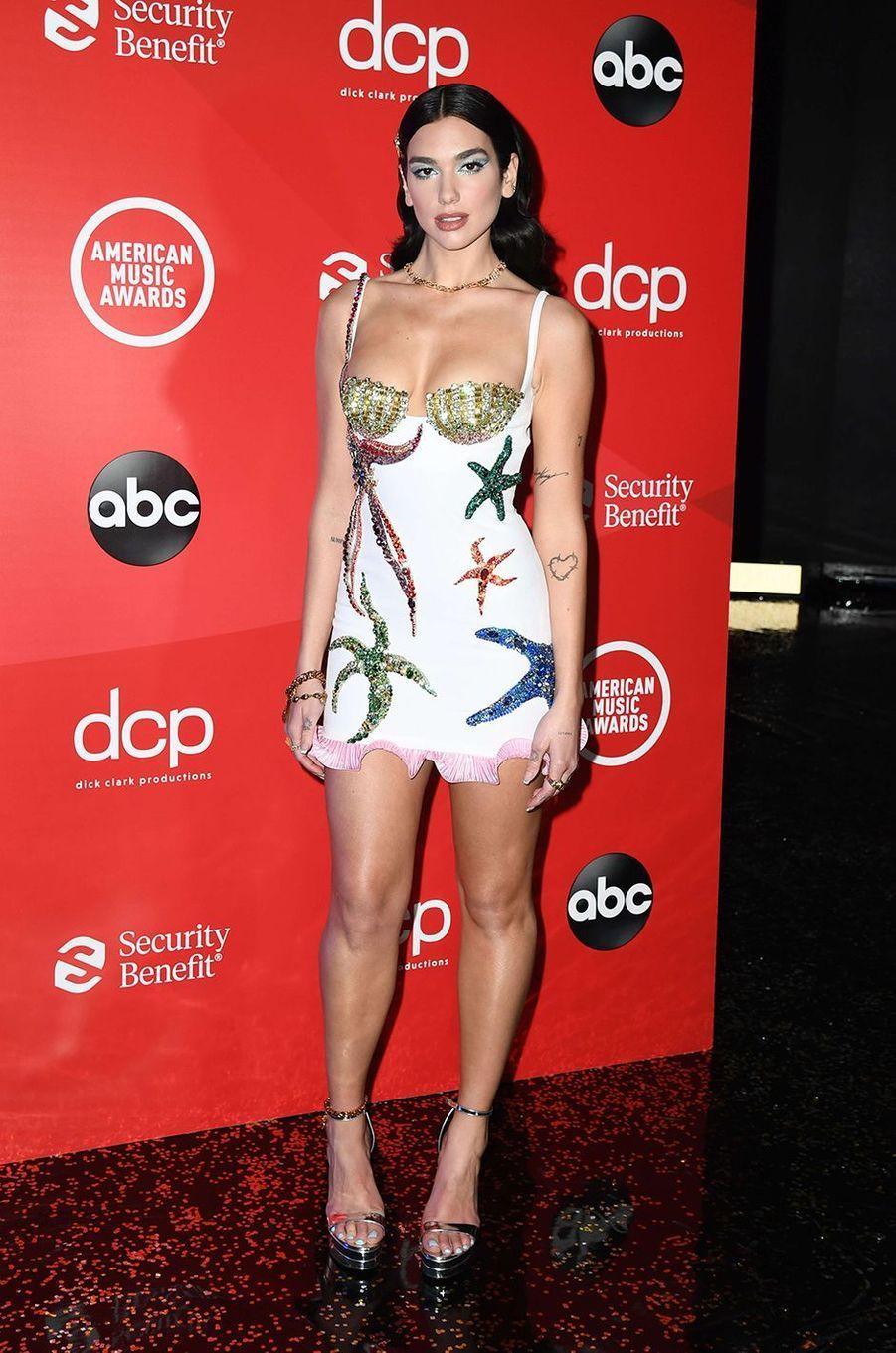 Dua Lipa aux American Music Awards à Los Angeles le 22 novembre 2020