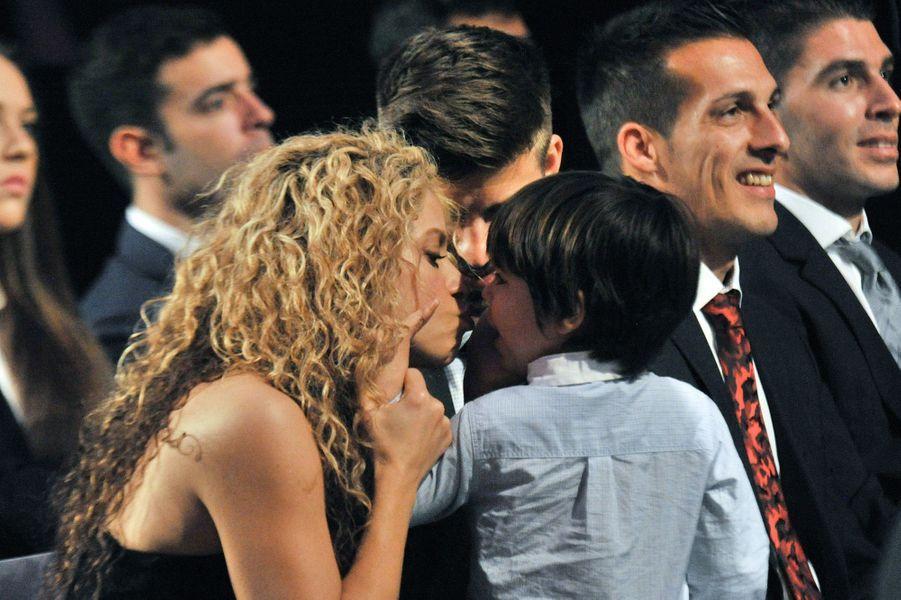 Une sublime photo de famille, Shakira avec son mari Gérard et son fils Milan.