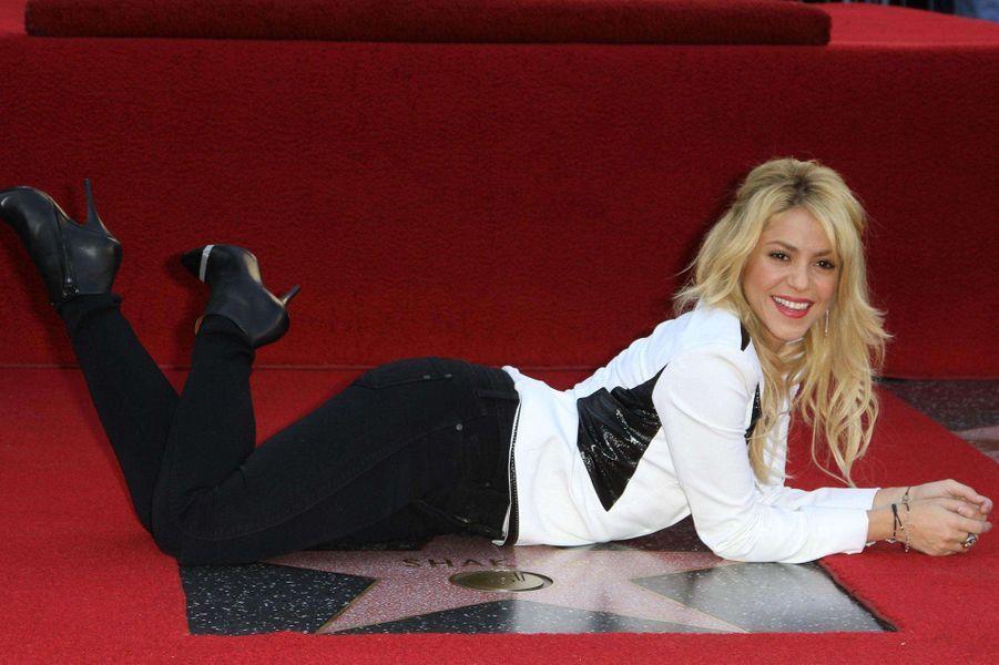 Shakira reçoit son étoile sur le Walk of Fame en 2011.