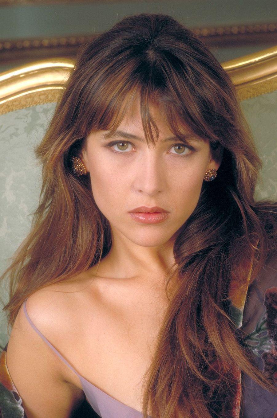 Sophie en 2000 devient la 65e James Bond girl.