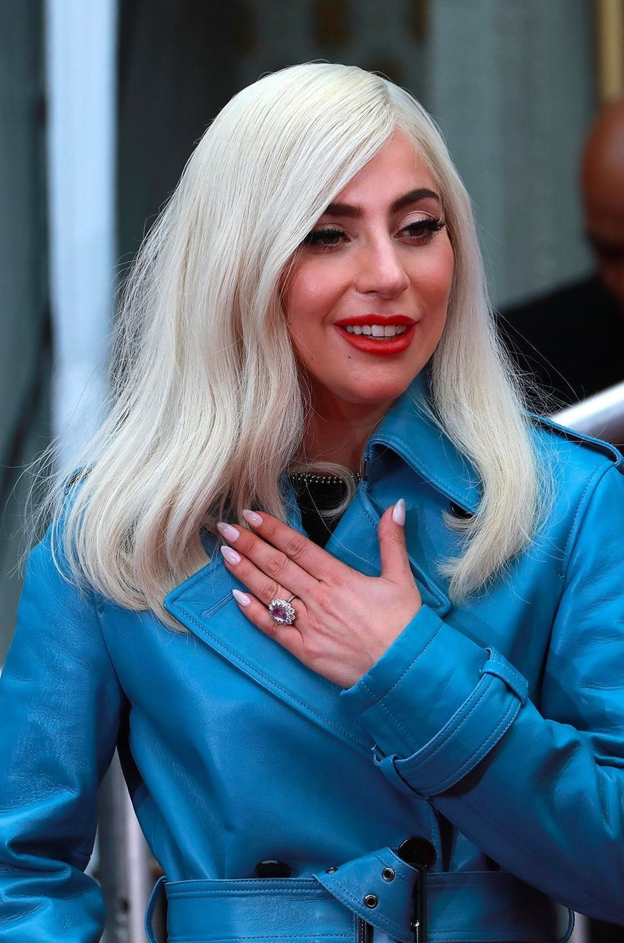 Bradley Cooper et Lady Gaga applaudissent Sam Elliott pour ses empreintes au Hollywood Walk of Fame, lundi 7 janvier