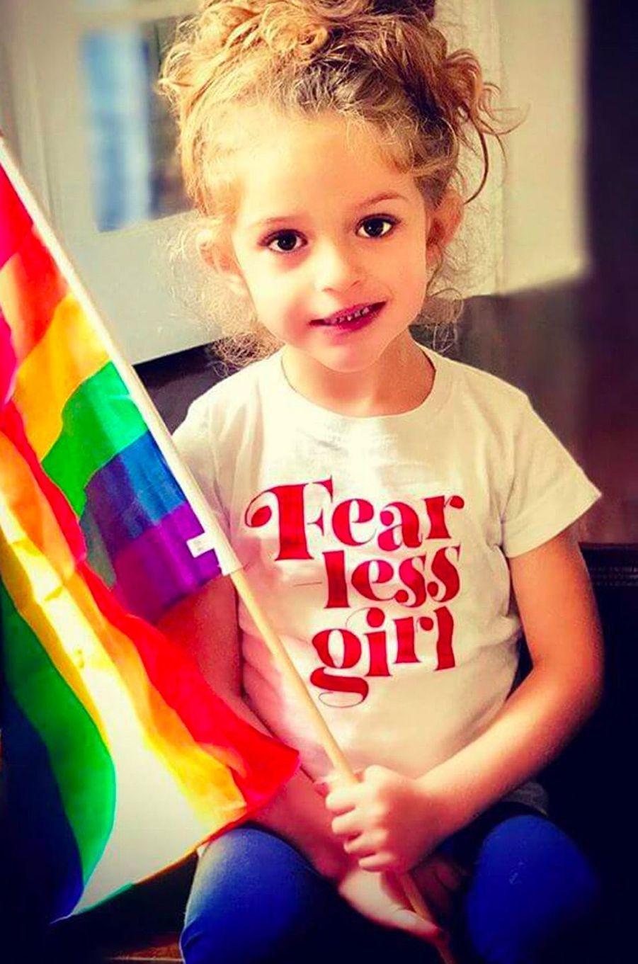 La fille d'Alyssa Milano à la Gay Pride
