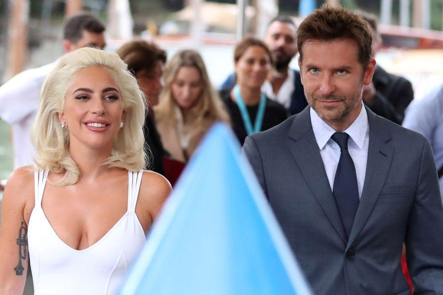 Les jours se suivent et les stars se succèdent sur le tapis rouge de la 75ème Mostra de Venise. Ce vendredi, ce sont Lady Gaga et Bradley Cooper qui ont fait crépiter les flashes des photographes pour une nouvelle version d'«A Star is Born».