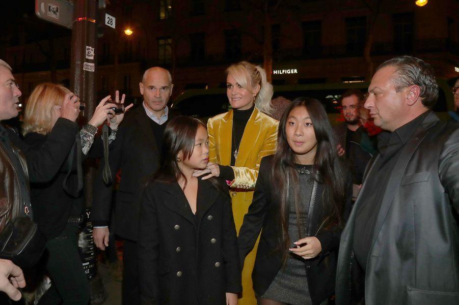 Laeticia Hallyday et ses filles Jade et Joy à Paris le 1er décembre 2019