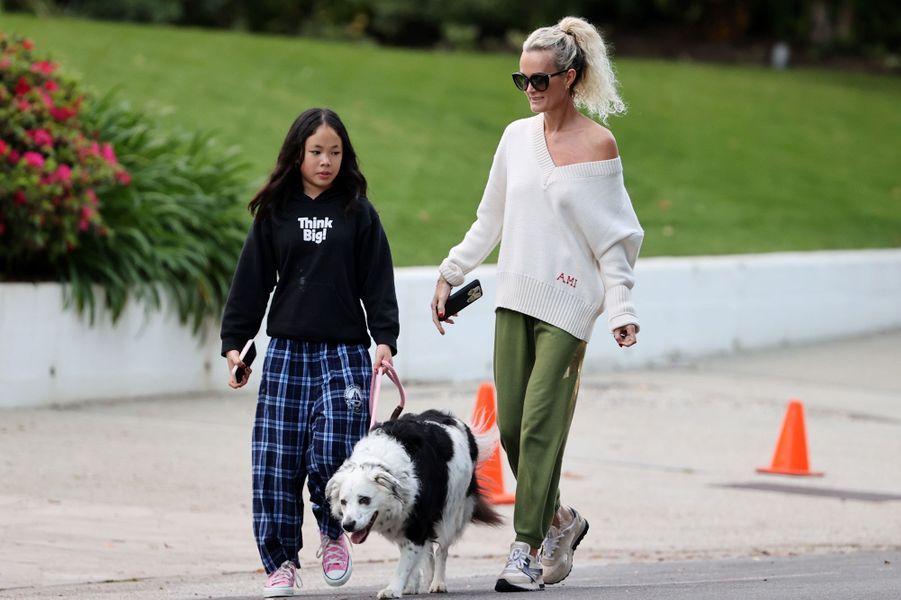 Laeticia Hallyday et sa fille Joyà Los Angeles le 1er avril 2020