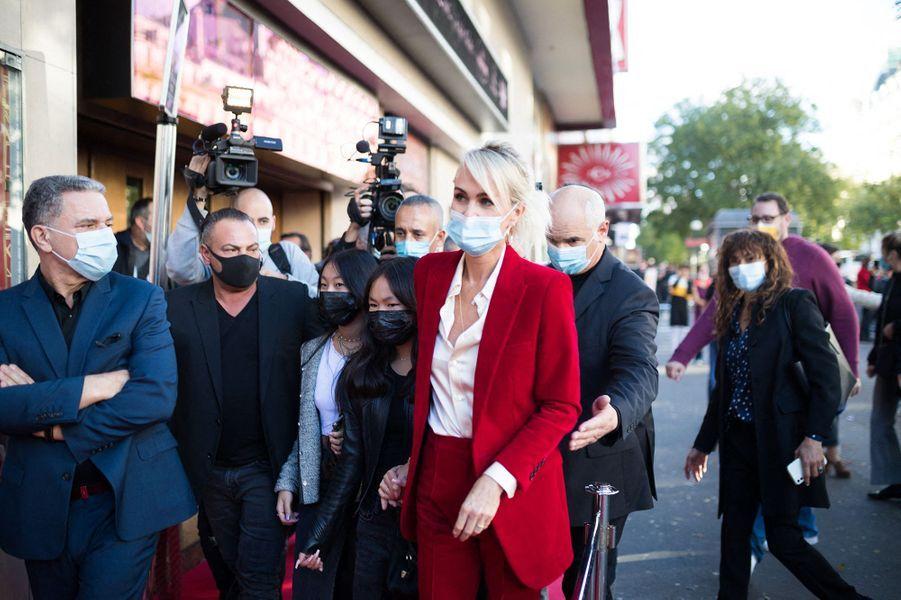Laeticia Hallyday et ses filles Jade et Joy arrivent au Grand Rex à Paris le 21 octobre 2020