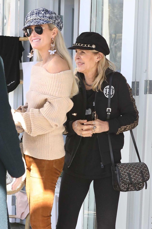 Laeticia Hallyday fait du shopping avec sa mère Françoiseà Los Angeles le 7 février 2019