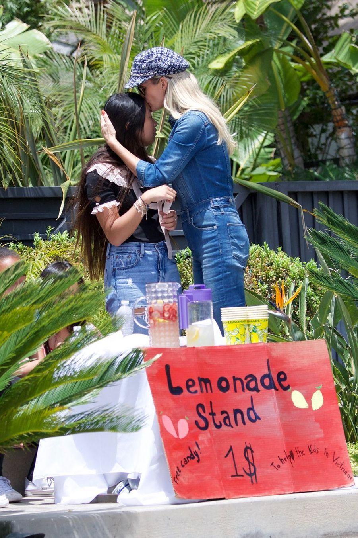 Laeticia Hallyday et ses filles Jade et Joy à Los Angeles, le 19 mai 2019