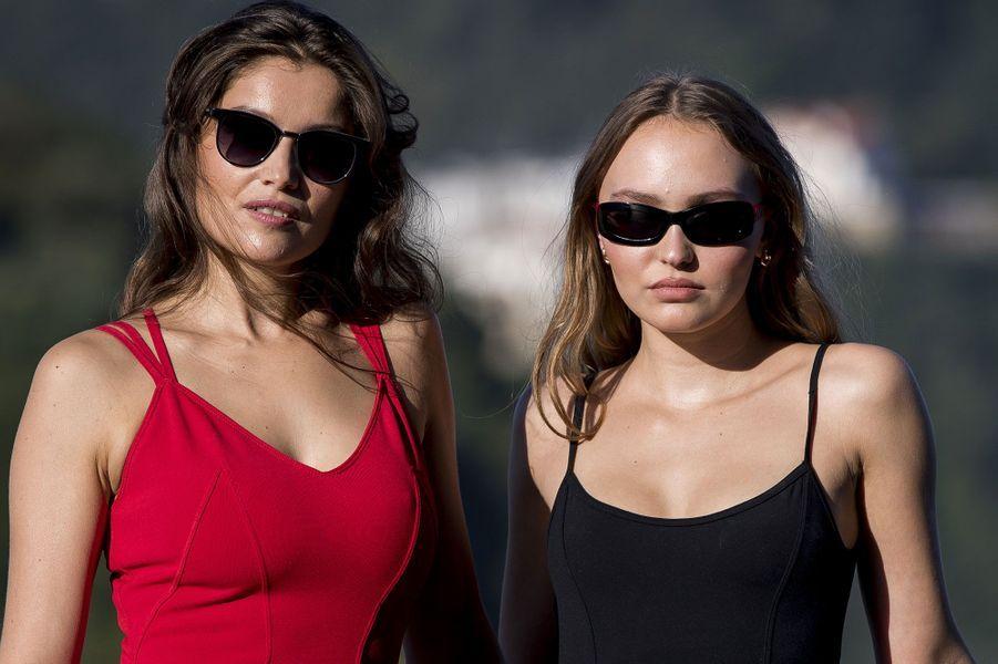 Laetitia Casta et Lily-Rose Depp à Saint-Sébastien