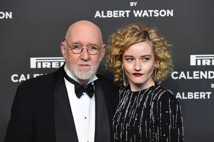 Albert Watson et Julia Garner