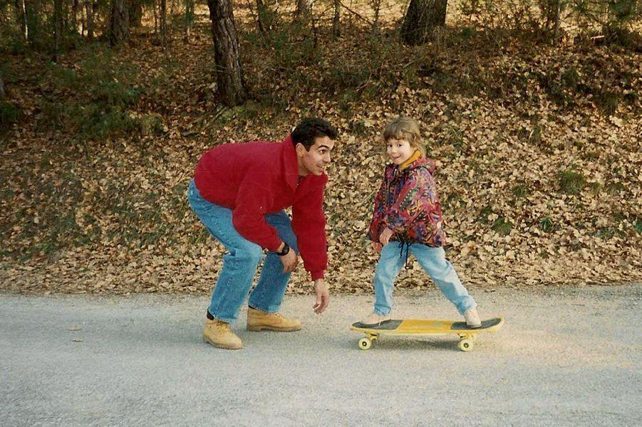 SKATEBOARD AVEC PAPA Mallemoisson, août 1995 Je peux toujours compter sur lui pour m'encourager et me soutenir, même en skate !