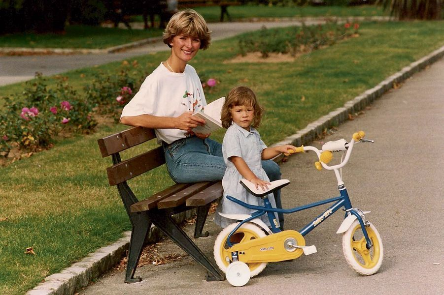 MAMAN ET MOI Dignes-les-Bains, juillet 1994 C'est la seule à pouvoir me faire descendre de mon vélo pour une pause lecture !