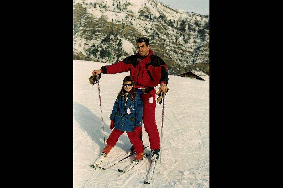 AU SKI Sainte-Anne la Condamine, décembre 1998 C'est ma première fois sur des skis, avec papa. Mes parents m'ont fi lé le virus de la glisse, je suis totalement addict !