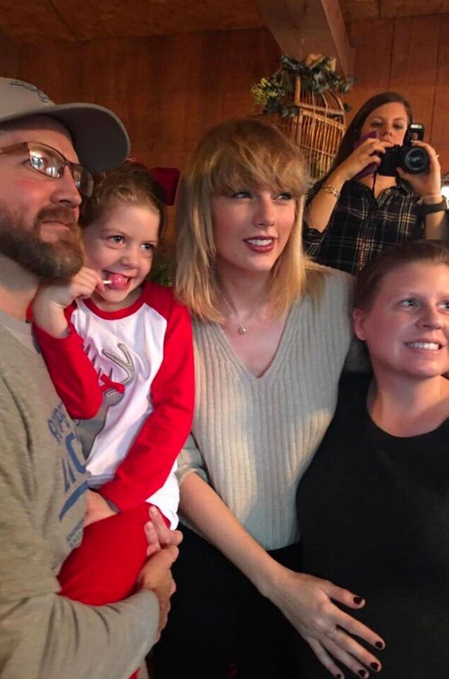 Taylor Swift a a pris des selfie avec toute la famille de Cyrus Porter