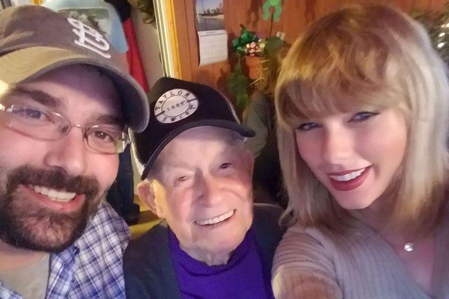 Taylor Swift a rendu visite à Cyrus Porter, vétéran de la Seconde Guerre Mondiale