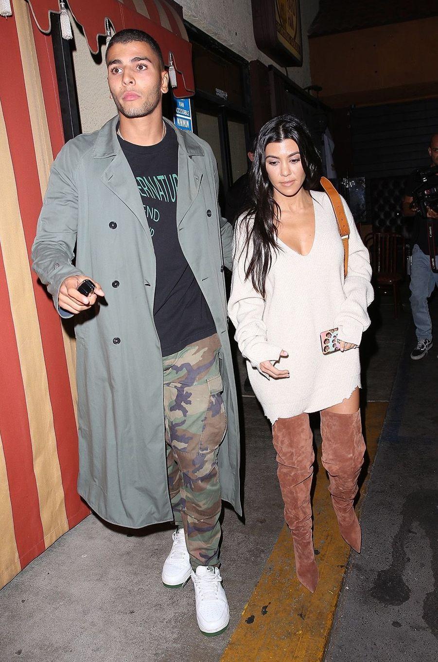 Younes Bendjima et Kourtney Kardashian à l'anniversaire de Kim Kardashian, le 26 octobre 2017.