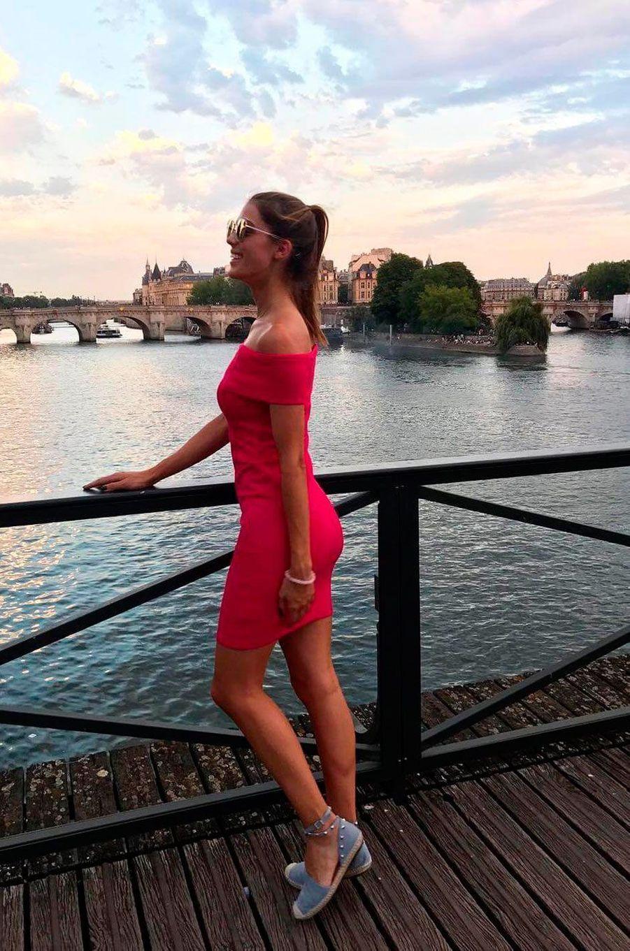 Iris Mittenaere à Paris après son défilé à la Fashion week