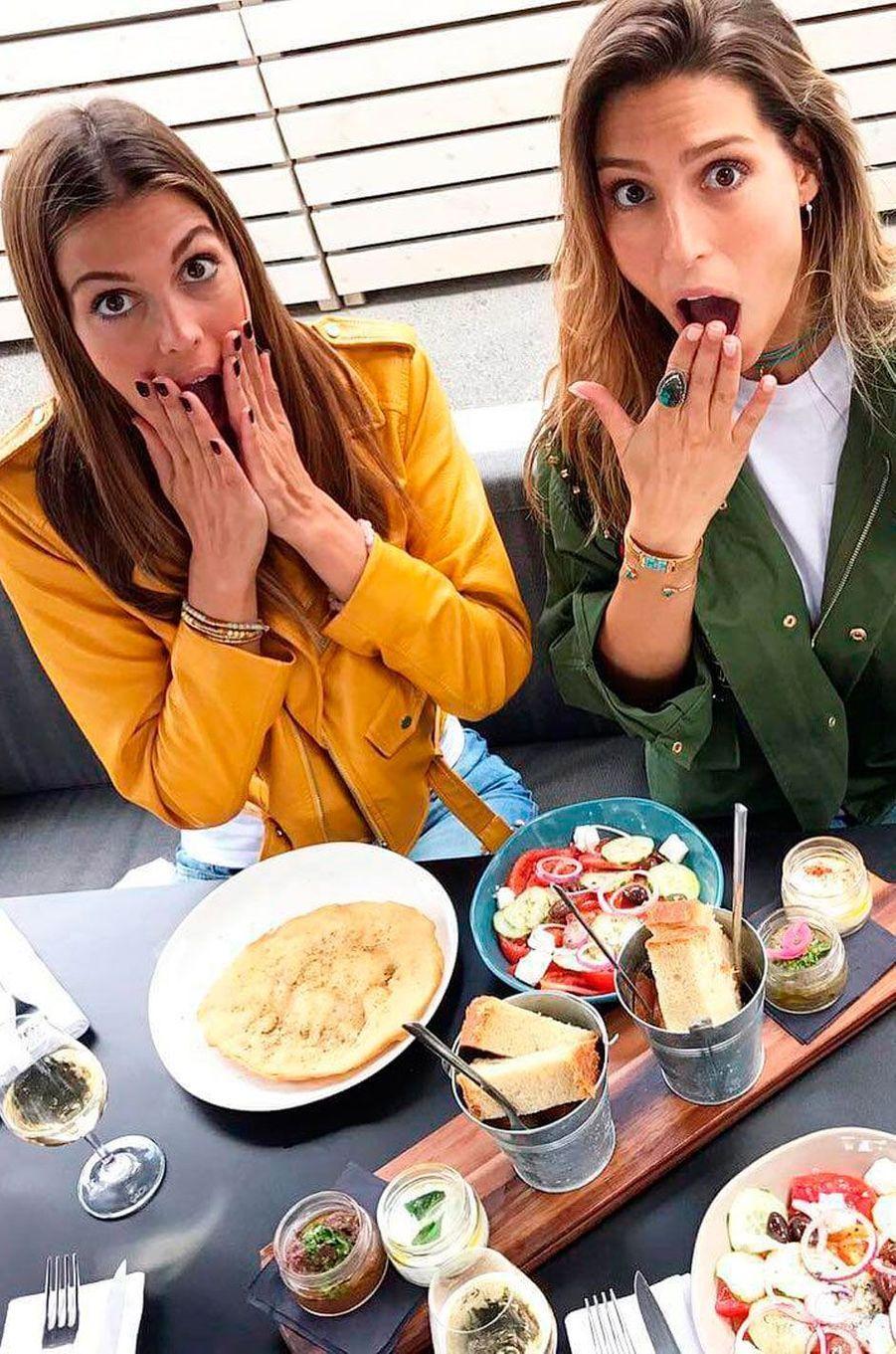 Iris Mittenaere à Paris pour un déjeuner avec Laury Thilleman
