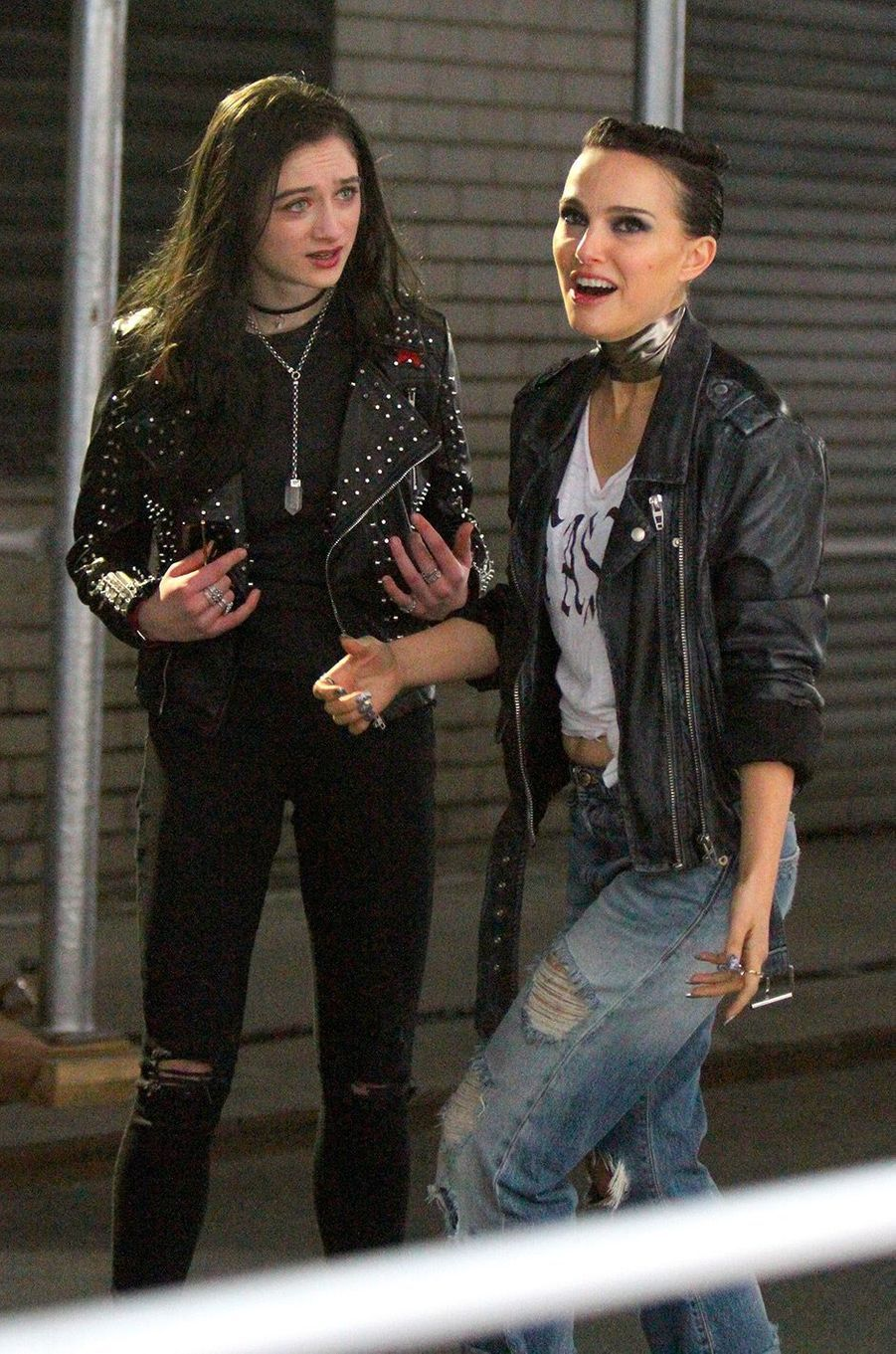 """Natalie Portman avec Raffey Cassidy sur le tournage de """"Vox Lux"""" à New York, mercredi 28 février"""