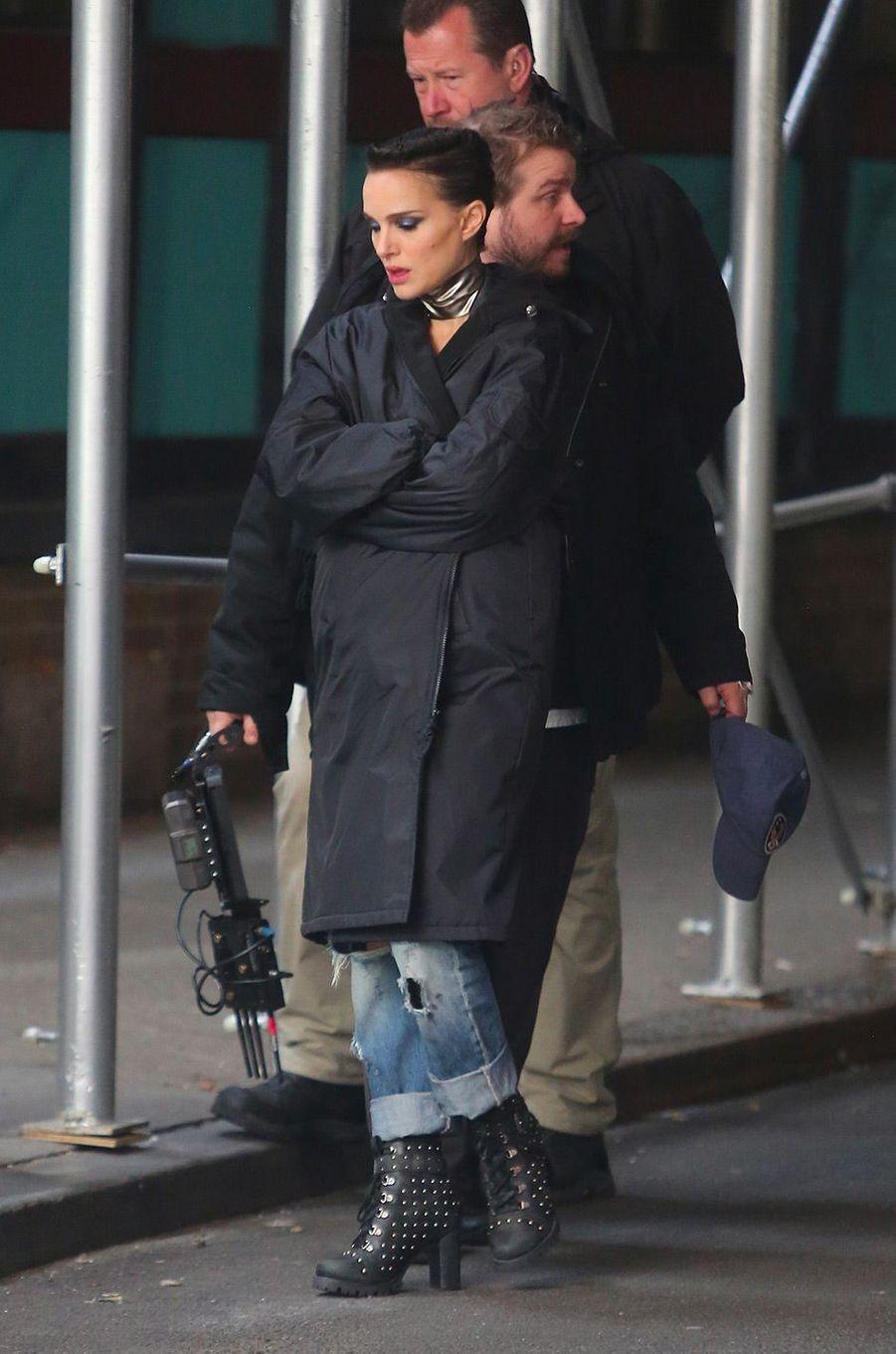 """Natalie Portman sur le tournage de """"Vox Lux"""" à New York, mercredi 28 février"""